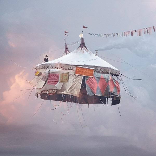 Laurent Chéhère COLLECTOR'S EDITION: Flying Houses Motiv »Cirque« (2012)