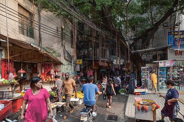Daniel Traub SIGNIERT: Little North Road Africa in China