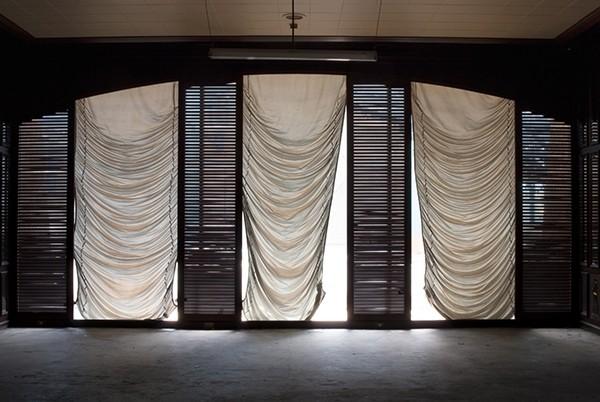 Leif Bennett / Yvonne Mueller Inside the Carlton Hotel Johannesburg